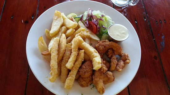 Tapas Beach Restaurant: Calamari and chicken strips