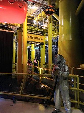 Petrosains Science Discovery Centre: Oil platform