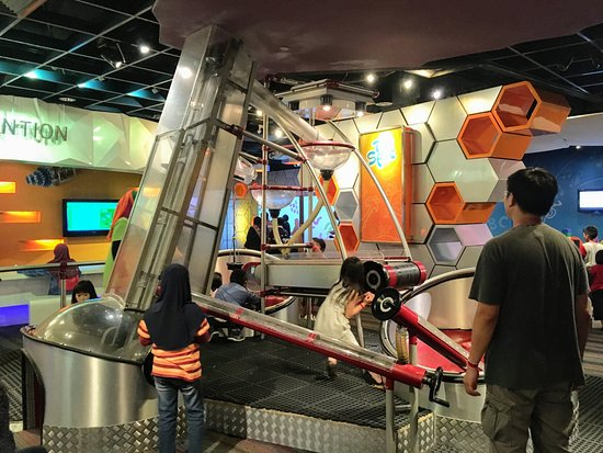 Petrosains Science Discovery Centre: Hands on area - moving pieces around the whole structure with pulley's and cranks.