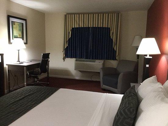 Dinuba, CA: Room