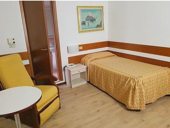Piccolo Hotel: ECONOMY SINGLE ROOM