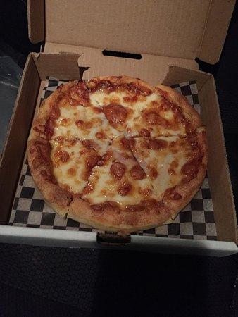 Trochu, Canada: Small Ham Pizza