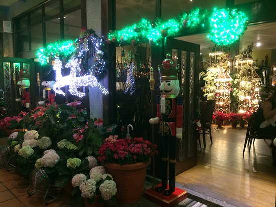 Ferringhi Garden Restaurant: Beautiful Christmas decorations