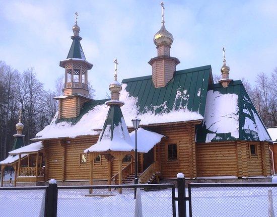 Недавно построенная красавица-церковь