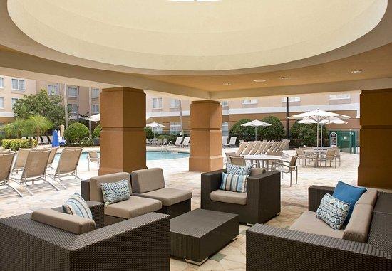 SpringHill Suites Orlando Lake Buena Vista in Marriott Village: Outdoor Patio