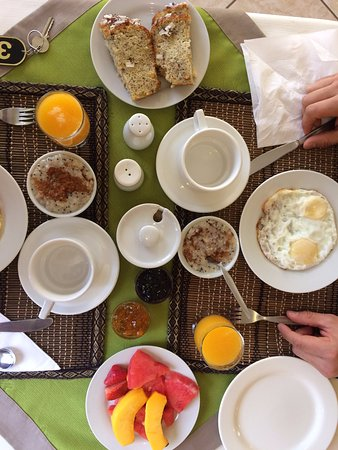 Hotel Torre Dorada: Breakfast of champions with kindness of family