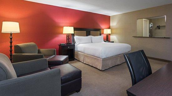 Charleston, WV: Executive King Suite