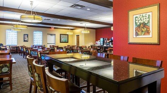 Charleston, WV: Breakfast Seating - Communal Table