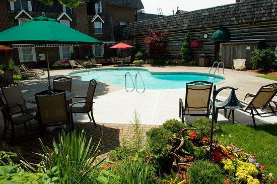 Best Western Fireside Inn: Outdoor Seasonal Pool
