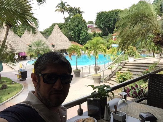 Sheraton Presidente San Salvador: Terrific breakfast buffet by the pool-side