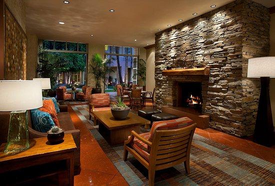 Tempe Mission Palms: tempe_lobby_fireplace