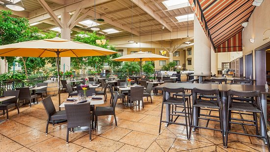 Concord, Kaliforniya: Vineyards Restaurant and Bar