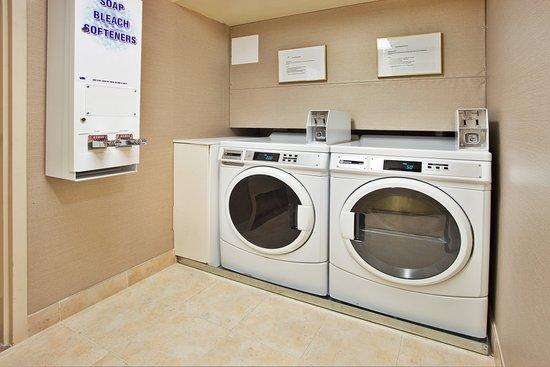 Holiday Inn & Suites Ottawa Kanata: Onsite Self Serve Laundry