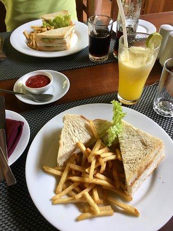 Hotel Athgira & Restaurant
