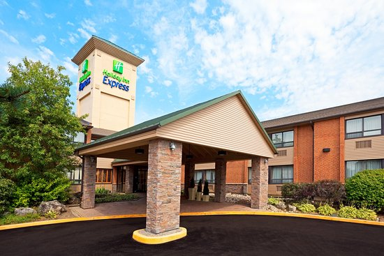 Holiday Inn Express Toronto East: Entrance to your home in the heart of Scarborough