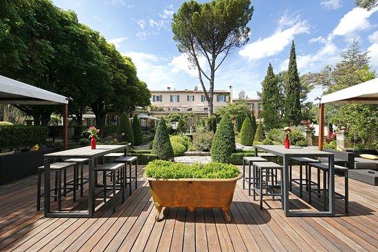 Ct Jardin  Bar Extrieur  Picture Of Hotel Le Pigonnet  Esprit