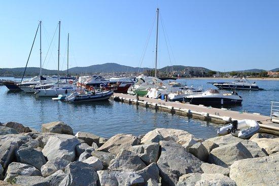 Hpco location barques electriques port grimaud ce qu 39 il faut savoir pour votre visite - Location bateau port grimaud ...