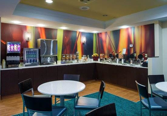 SpringHill Suites Williamsburg: Breakfast Buffet