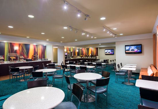 SpringHill Suites Williamsburg: Breakfast Dining Area