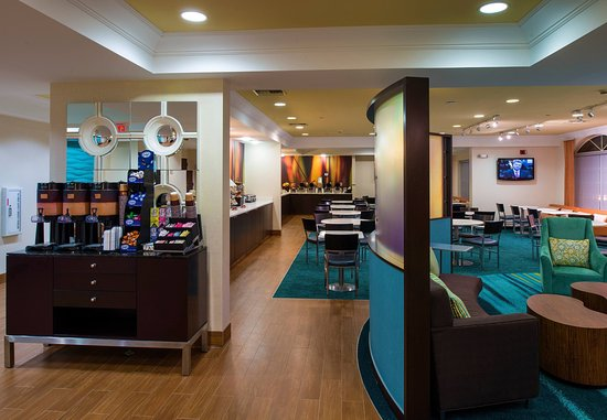 SpringHill Suites Williamsburg: Beverage Area