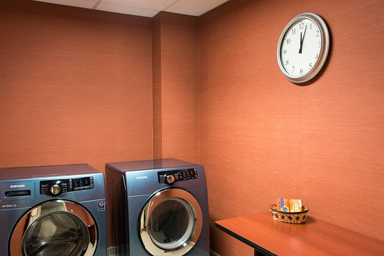 Holiday Inn Express Grand Rapids-North: Complimentary Guest Laundry