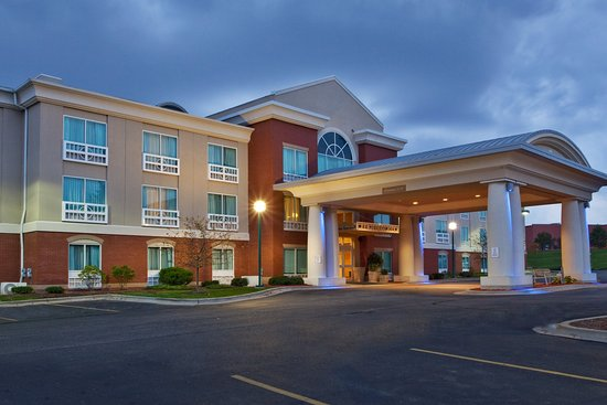 Holiday Inn Express Grand Rapids-North: Hotel Exterior