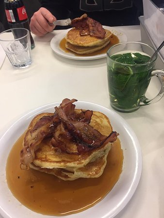 Pancakes Amsterdam: American style pancakes with maple and bacon and a mint tea