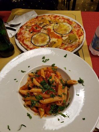 Pub Cuccagna: Best pasta arrabiata i had in rome. Pizza was tasty too.