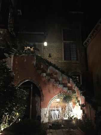 Residence Palazzo Odoni: Ingresso e vista dalla camera
