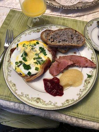 A wonderful breakfast at Les Diplomates B&B