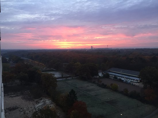 Sheraton Frankfurt Congress Hotel: astonish sunset view from my room
