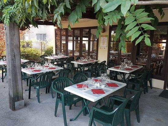 Arnas, France : Le décor de l'assiette buissonnière