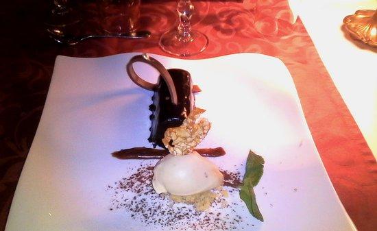 Saint-Laurent-sur-Sevre, Francia: excellent dessert