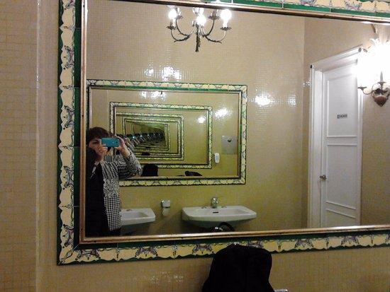 Saletta con armadio appendiabiti da ingresso picture of hotel