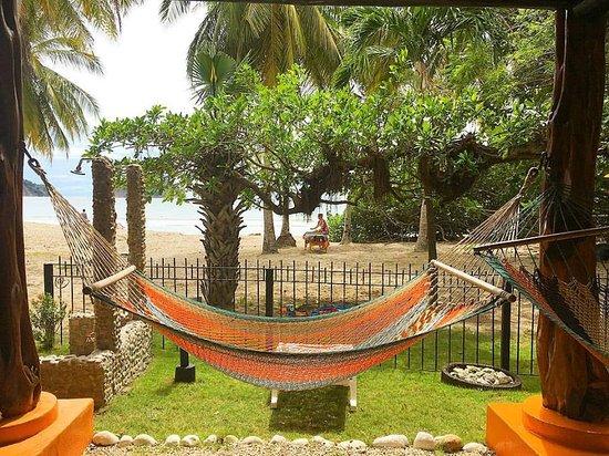 Samara Tree House Inn: Getting ready for a massage on the beach!