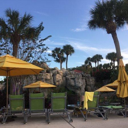 Hyatt Regency Grand Cypress: Seating near warm pool