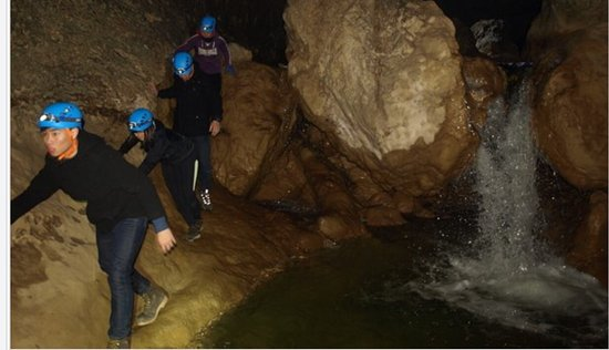 Pazin, Kroatië: Not your ordinary cave tour.  We had a taste of what speleologists do when they explore caves.