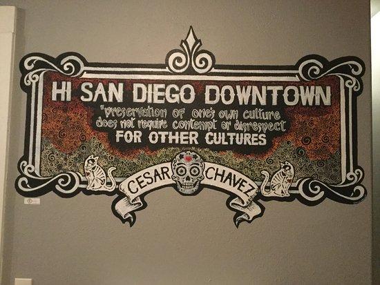 Hostelling International San Diego Downtown: Mural in the hallway