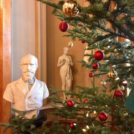 Saint Johnsbury, VT: Christmas time at St. Johnsbury Athenaeum.