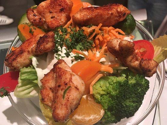 Wettingen, Zwitserland: super feine poulet salat und späckbörger.