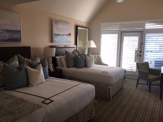 Del Mar, CA: Beautiful room with two beds- very comfy!