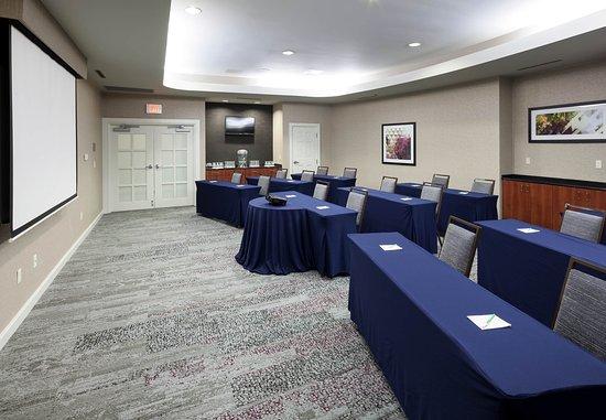 Suffolk, VA: Nansemond River Meeting Room
