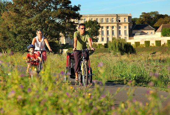 Calvados, ฝรั่งเศส: En famille sur le canal de Caen à Ouistreham - Photo Grégory Wait
