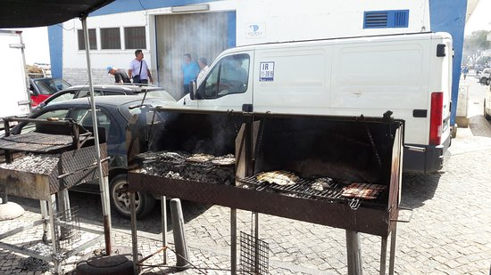 Fuzeta, Portugal: tolle Grillware (frisch gefangen und zubereitet)