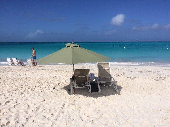 Sands at Grace Bay: Grace Bay (em frente ao hotel)