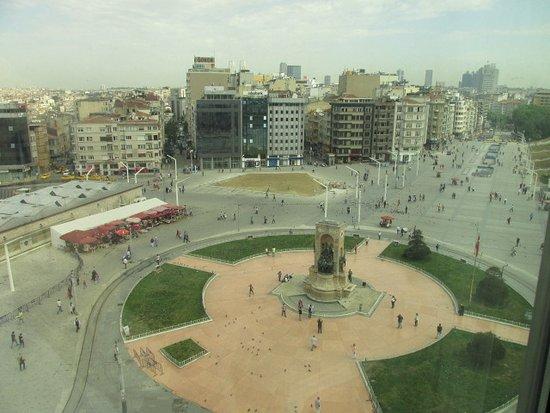 Ottoman Palace Taksim Square Hotel: vista su Taksim square