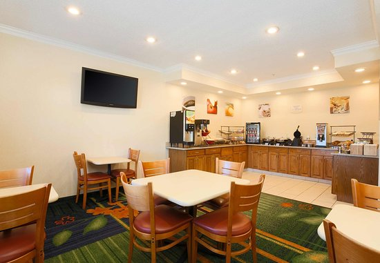 Fairfield Inn Zanesville: Breakfast Buffet