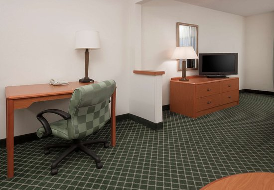 Hudson, WI: Executive King Guest Room - Living Area