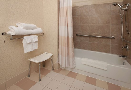 Hudson, WI: Accessible Guest Bathroom