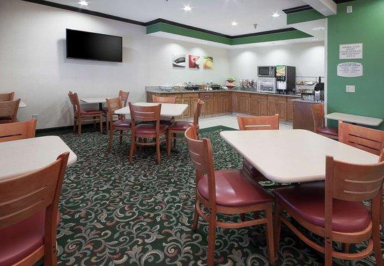 Hudson, Wisconsin: Breakfast Buffet - Dining Area